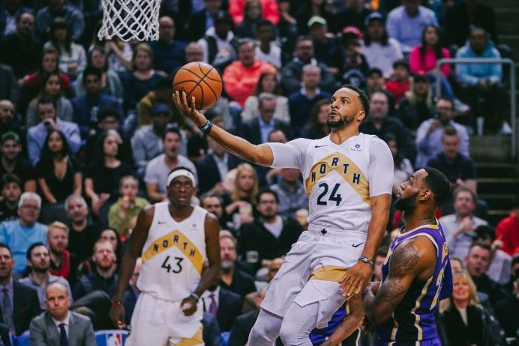 NBA: Lakers se alejan de los Playoffs