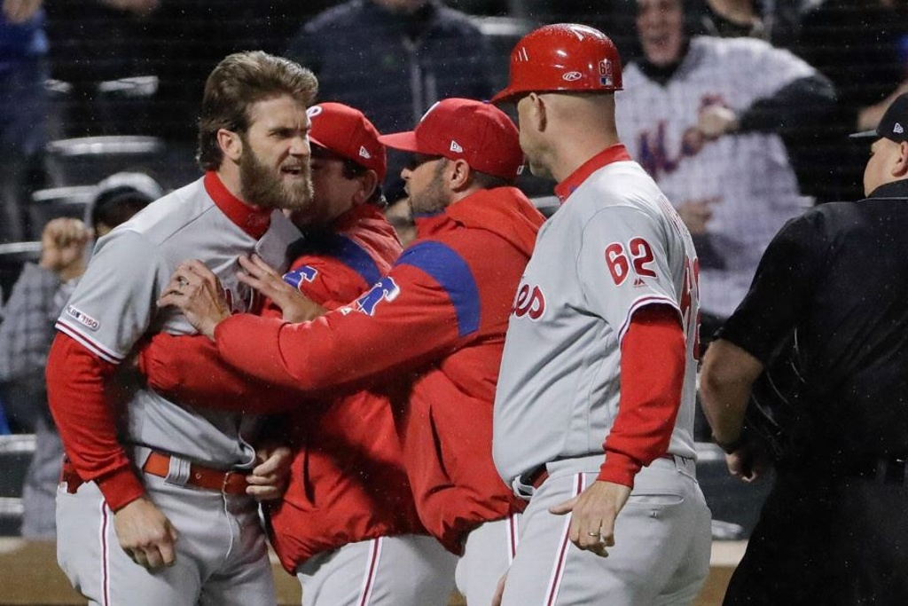 ¡Expulsan a Harper! los Phillies pierden ante Mets (VIDEO)